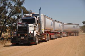 Boomerang end tipper road train